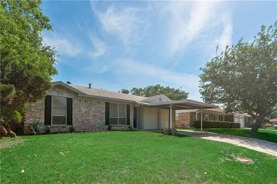 Everman Single Family Home For Sale: 829 Kelley Drive