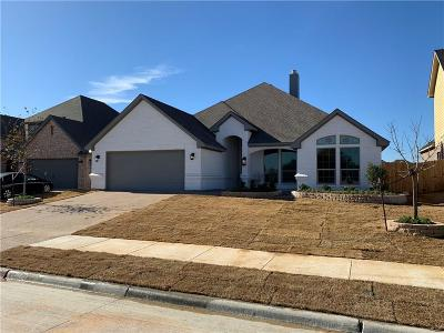 Tarrant County Single Family Home For Sale: 6808 Canyon Rock Drive