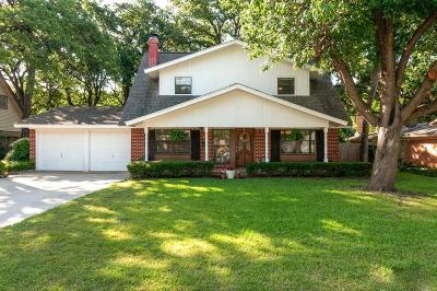 Euless Single Family Home Active Contingent: 913 Oakwood Drive