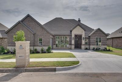 Fort Worth Single Family Home For Sale: 4433 Knoll Ridge Drive