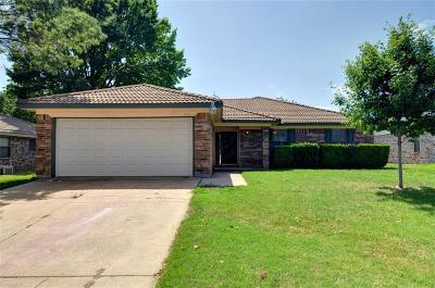 Fort Worth Single Family Home Active Option Contract: 7312 Meadow Creek Drive