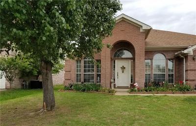 Arlington Single Family Home For Sale: 1120 Deer Valley Lane
