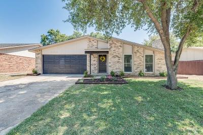 Bedford, Euless, Hurst Single Family Home For Sale: 2229 Cottonwood Lane