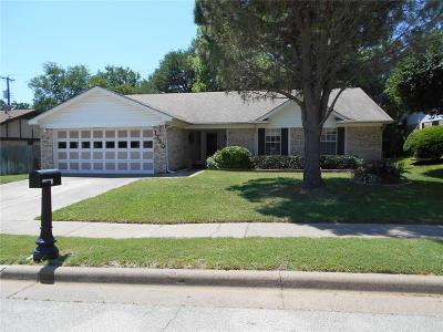 Bedford, Euless, Hurst Single Family Home For Sale: 1720 Post Oaks Drive