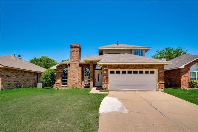 Grand Prairie Single Family Home For Sale: 3242 Wuthering Circle