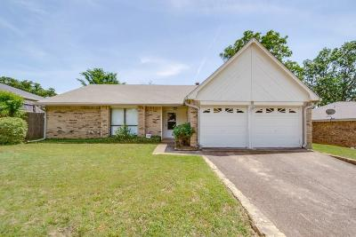 Bedford Single Family Home For Sale: 3404 Vine Ridge