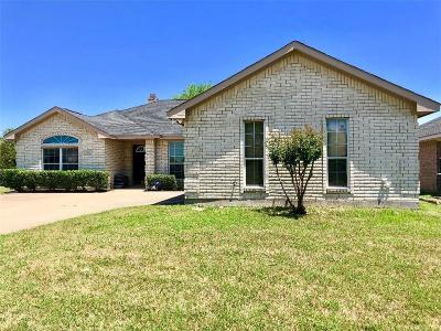 Cedar Hill Single Family Home For Sale: 900 Cedar Ridge Drive