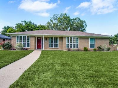 Arlington Single Family Home For Sale: 2001 Bay Oaks Drive