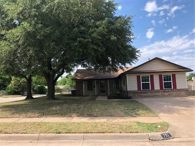Crowley Single Family Home For Sale: 701 E Mustang Street