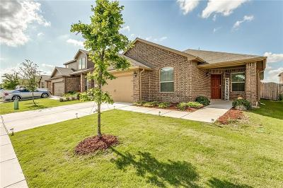 Azle Single Family Home For Sale: 636 Creekview Drive