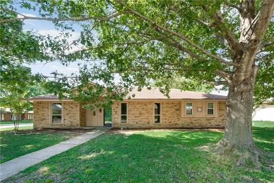 Waxahachie Single Family Home For Sale: 212 Iroquois Lane