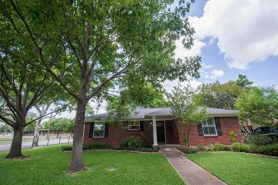 Dallas Single Family Home For Sale: 10205 Lakemere Drive