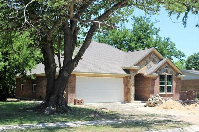 Tarrant County Single Family Home For Sale: 2513 Plaza Street