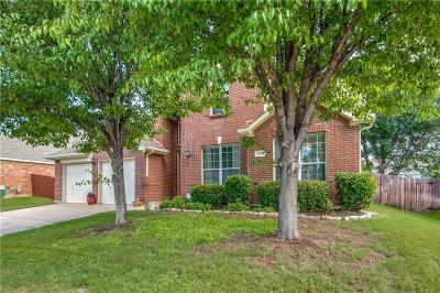 Fort Worth Single Family Home For Sale: 5117 Holly Hock Lane