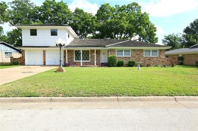 Haltom City Single Family Home For Sale: 5705 Diamond Oaks Drive N