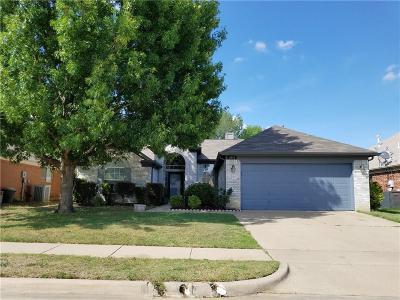 Haltom City Single Family Home For Sale: 5776 Rockport Lane