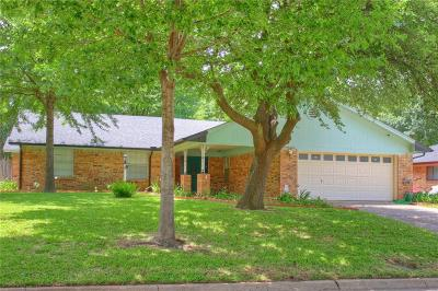 Arlington Single Family Home For Sale: 2004 S Meadow Way Circle