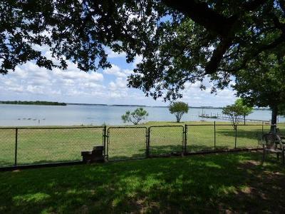 Runaway Bay Single Family Home For Sale: 682 Shady Oaks Drive