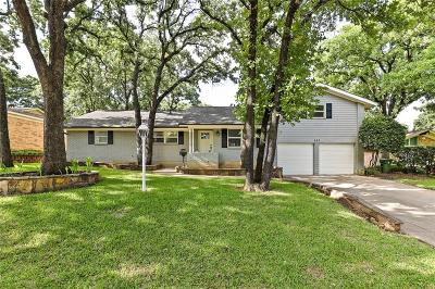 Hurst Single Family Home For Sale: 633 Circleview Drive N