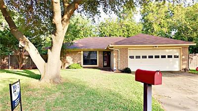 Benbrook Single Family Home Active Contingent: 1104 Elderberry Court