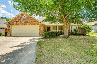 Haltom City Single Family Home For Sale: 6013 Bent Creek Drive