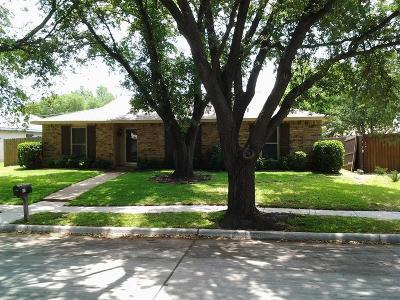 Grand Prairie Single Family Home Active Option Contract: 809 Pinehill Lane