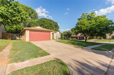 Euless Single Family Home For Sale: 2600 Knoll Trail