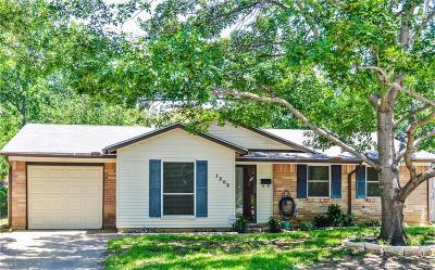 Bedford, Euless, Hurst Single Family Home For Sale: 1302 Johns Drive