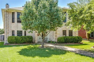 Kennedale Single Family Home For Sale: 616 Reeves Lane