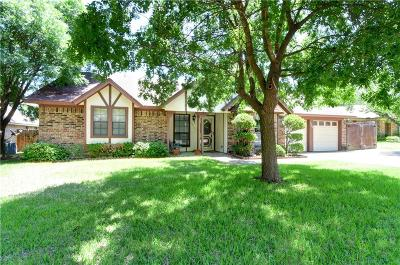 Benbrook Single Family Home For Sale: 10165 Stoneleigh Drive