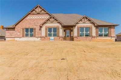 Rhome Single Family Home For Sale: 206 Cheyenne Trail N