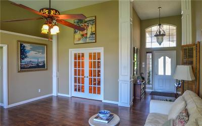 Hurst Single Family Home For Sale: 336 Cottonwood Lane
