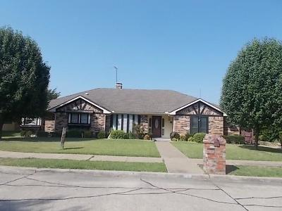 Single Family Home For Sale: 2605 Club Meadow Drive
