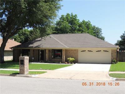 Benbrook Single Family Home Active Contingent: 417 Overcrest Drive