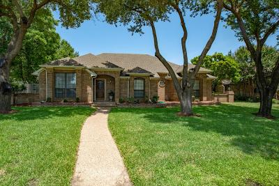 Ennis Single Family Home For Sale: 902 Williamsburg Drive