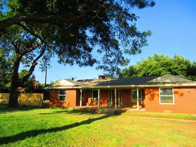 Highland Village Single Family Home For Sale: 1450 Highland Village Road
