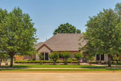Kennedale Single Family Home For Sale: 804 Shady Bend Drive