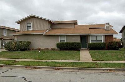 Arlington Condo Active Option Contract: 2135 Knoll Crest Drive