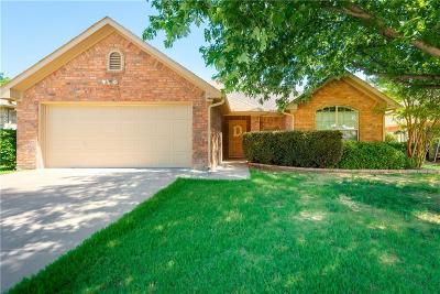 Ennis Single Family Home Active Contingent: 703 Oakmont Drive