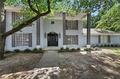 Bedford Single Family Home For Sale: 900 Brestol Court W
