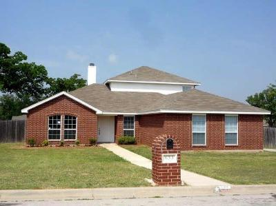 Azle Single Family Home For Sale: 633 Madeline Court