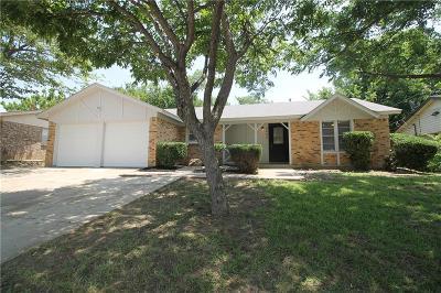 Watauga Single Family Home For Sale: 6904 Bennington Drive