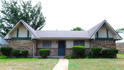 Garland Single Family Home Active Contingent: 1614 Crest Park Drive