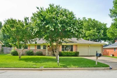 Bedford, Euless, Hurst Single Family Home For Sale: 1920 Mesquite Trail