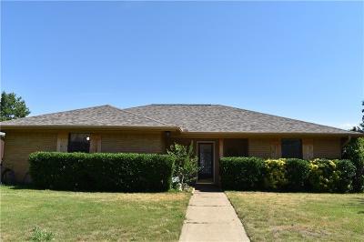 Lewisville Single Family Home For Sale: 1321 Lark Lane