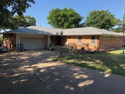Grapevine Single Family Home For Sale: 2504 Anglers Drive