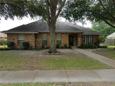 Ennis Single Family Home For Sale: 2104 Plymouth Drive