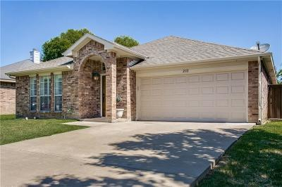 Grand Prairie Single Family Home For Sale: 2112 N Kirbywood Trail