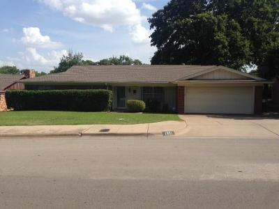 Euless Single Family Home Active Option Contract: 1901 Kynette Drive