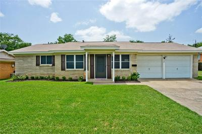 Euless Single Family Home Active Contingent: 704 Simmons Drive